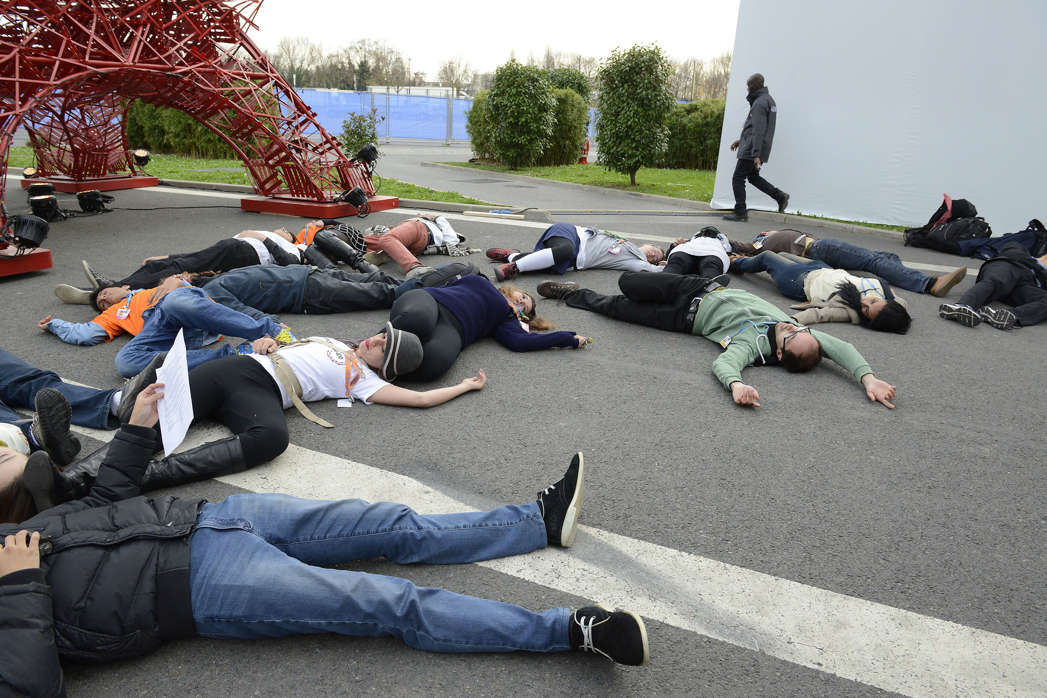 """Flashmob organized by YOUNGO during """"Youth and future generations' Day"""" at COP21 ()Source"""
